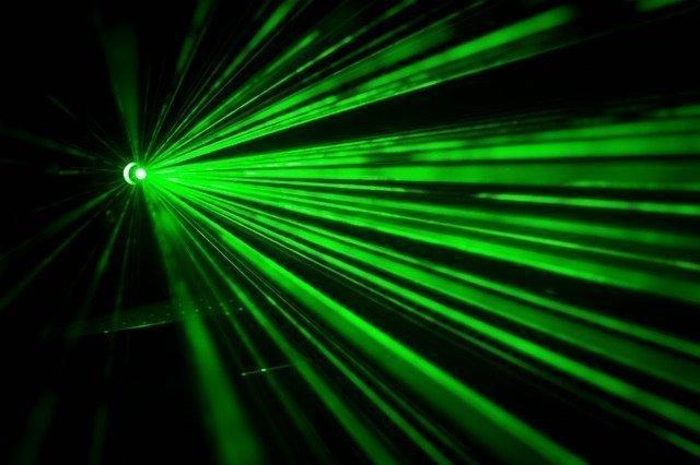 due teste laser- problemi buchi componenti - teste laseri - imprenditore meccanico - stampante 3d per acciai