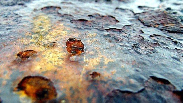 polvere metallica a contatto con l'ossigeno di ossida
